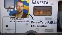 Tero Ahlqvistin vaalikiertueauto